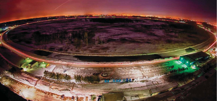 НОЧЬ. Ускоритель частиц Теватрон, построенный недалеко от Чикаго, в течение 28 лет был самым большим окном в субатомную вселенную
