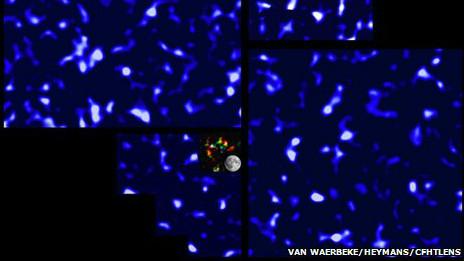 В центре новой карты для масштаба дано изображение Луны, а также участка звездного неба, покрытого прежней картой