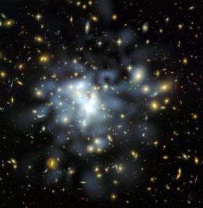 Скопление Abell 1689, снятое телескопом Hubble. Это действительно огромный объект, включающий более тысячи галактик и триллионы звезд