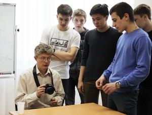 Игорь Пьерович Иванов, кандидат физико-математических наук, сотрудник университета Льежа (Бельгия); область научных интересов – физика элементарных частиц за пределами Стандартной модели