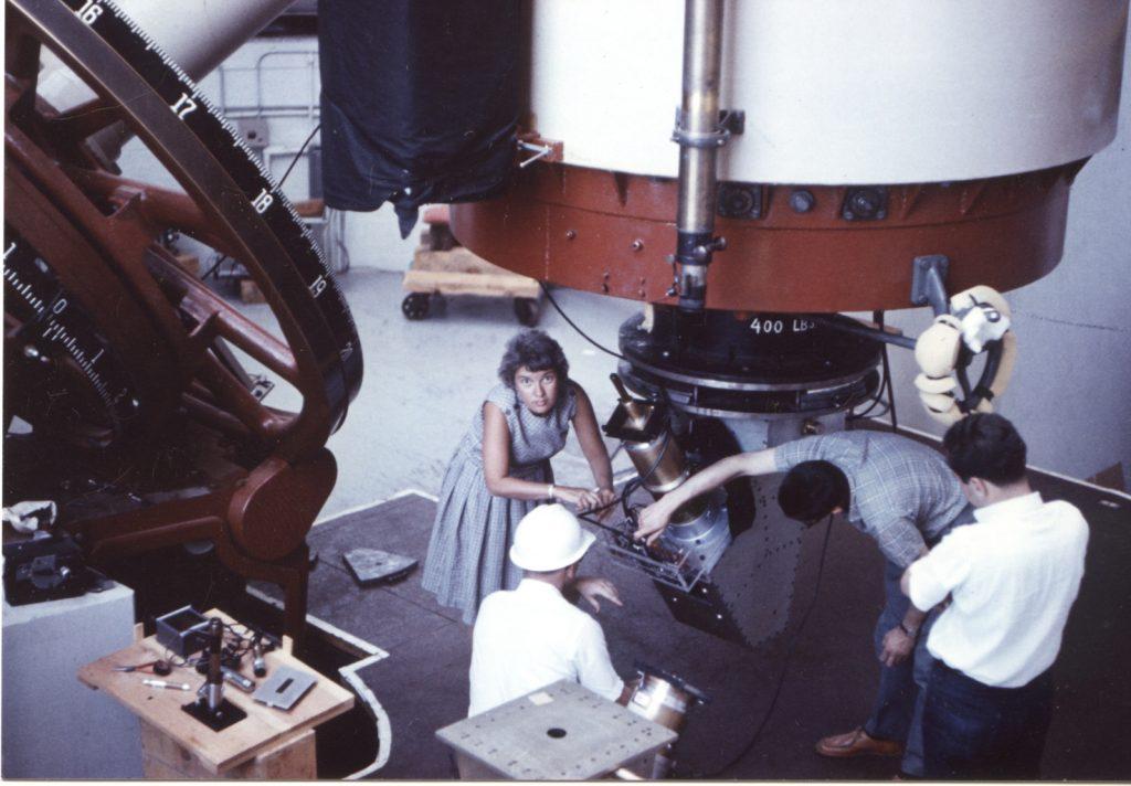 Вера Рубин готовится к наблюдениям в обсерватории Лоуэлла, Аризона